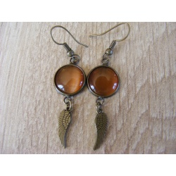 Boucles d'oreilles bronze attaches indiennes 12 mm, cabochon oeil de chat marron clair
