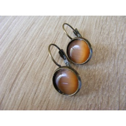 Boucles d'oreilles bronze dormeuse 12 mm, cabochon oeil de chat orange